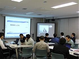 V-CUBE ミーティングを使用した遠隔講義(東京 市ケ谷と、北海道 室蘭市を結んで)