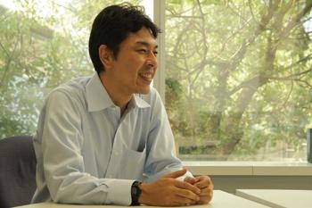 「画面共有、海外専用線、専用機が決め手」と榊枝氏