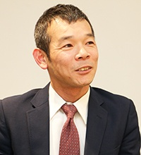 「全社で統一感を持った研修を実施するためにV-CUBE セミナーを活用しています」と右田氏