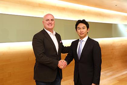 左からVidyo社 Chris Thomas氏(SVP, Global Sales)、ブイキューブ 間下