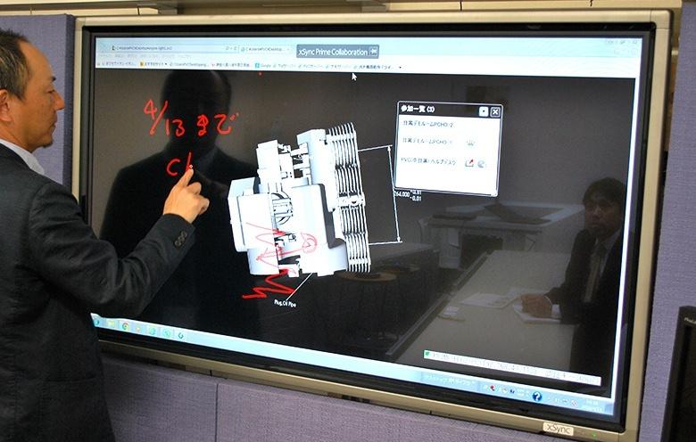 共有している3次元CADデータ(エンジン)に書き込みを行う営業担当者のイメージ