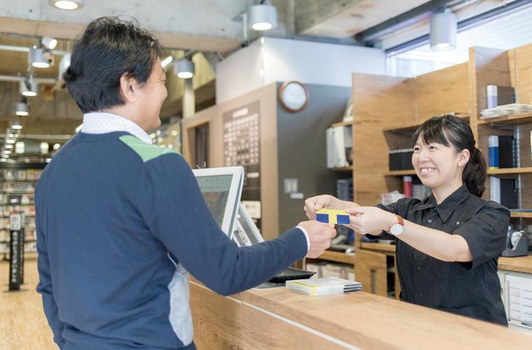 社長から店舗スタッフまで幅広く「V-CUBE ミーティング」を活用。コミュニケーション活性化とコスト削減を同時に実現。