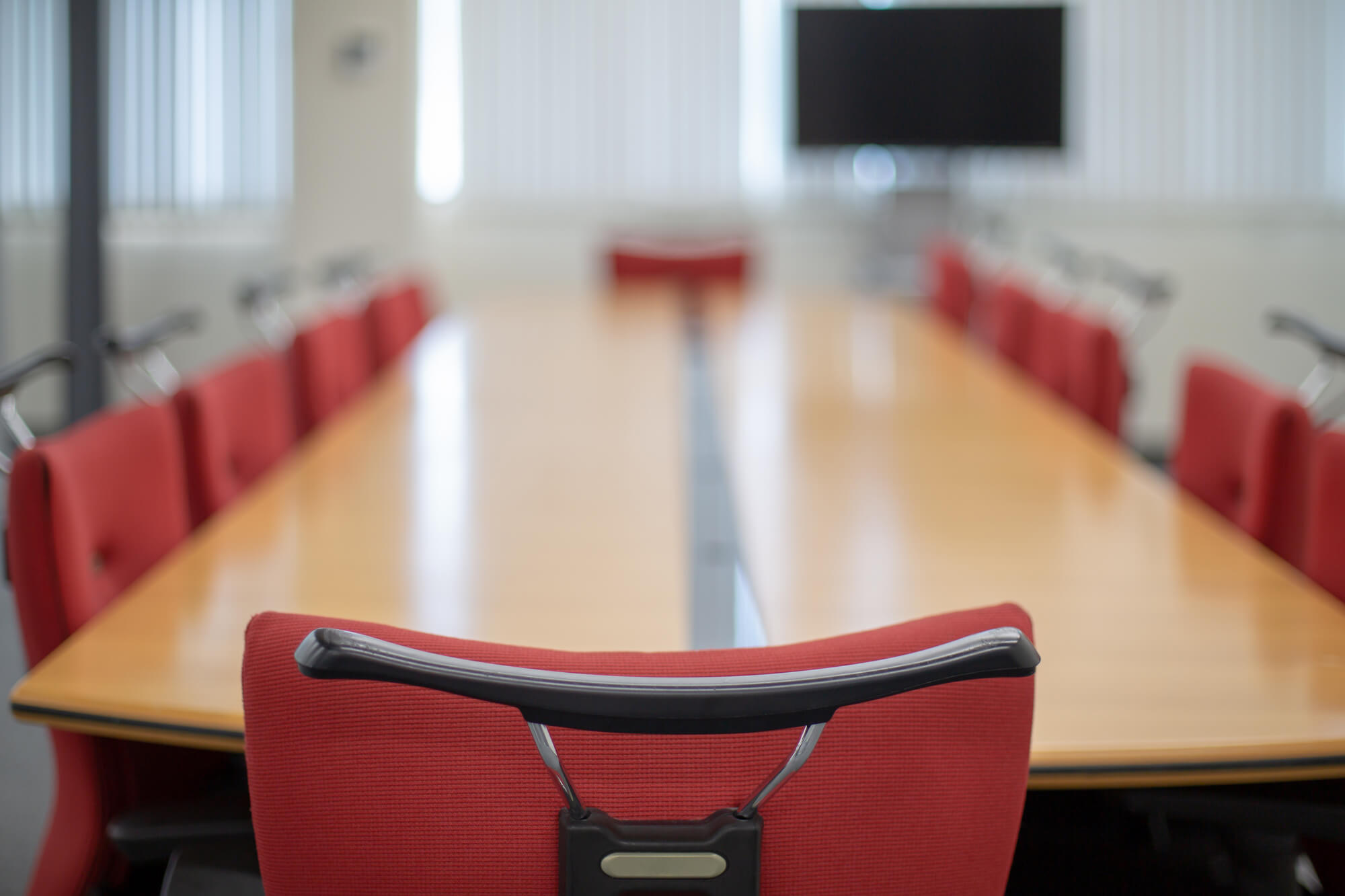 テレビ会議|安定したネットワーク環境なので数十人以上の大規模な会議や国際会議、打ち合わせにおすすめ