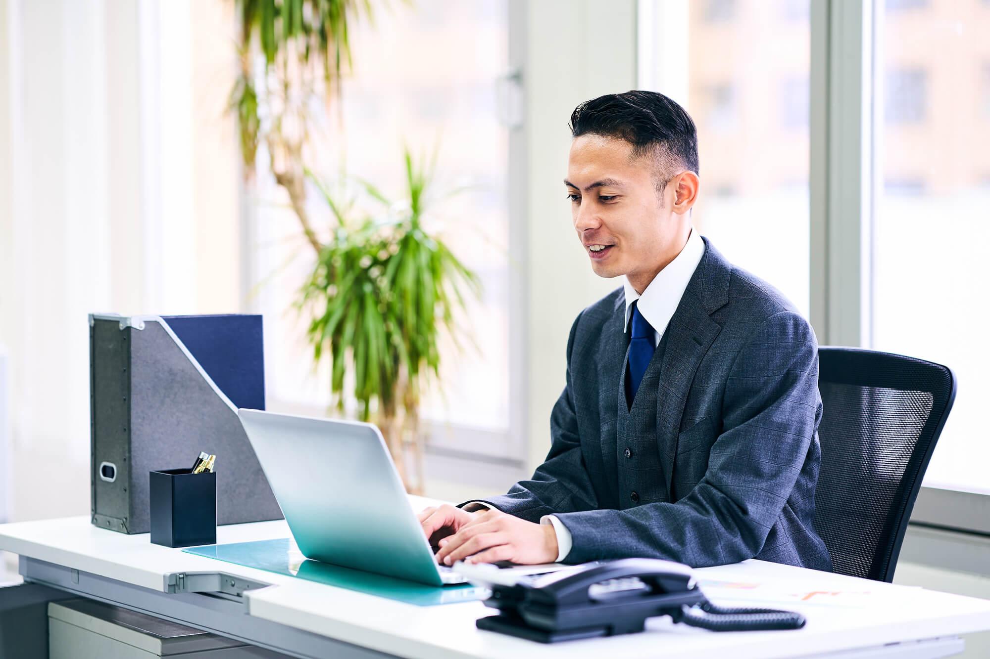 無料Web会議|通信そのものが不安定になりやすいが、コストを削減したい方、1対1や少人数での会議におすすめ