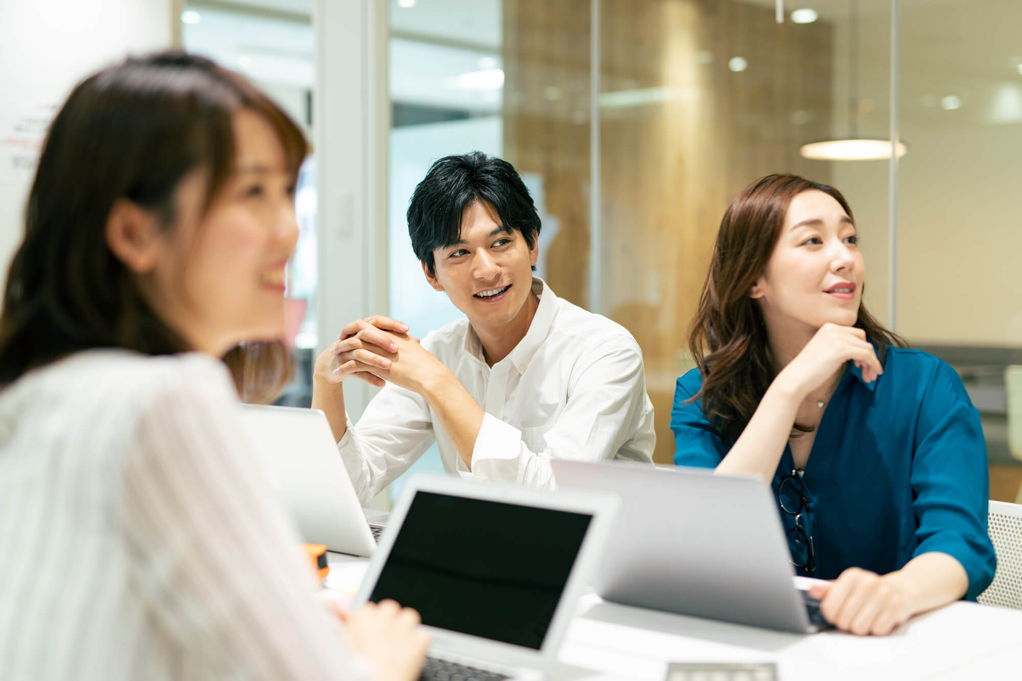 有料Web会議|手持ちのパソコンで会議をしたい、無料版Web会議よりも安定した通信やサポート、大人数での会議をのぞむ場合におすすめ