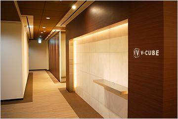 VIP用控え室やメイクルームも備えたハイグレードな雰囲気の撮影スタジオ