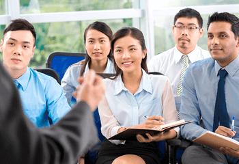 すべての従業員向け研修をオンライン化で効率化